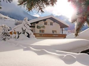05-bergfrieden-schnee